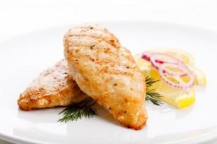 Grillowana soczysta pierś kurczaka