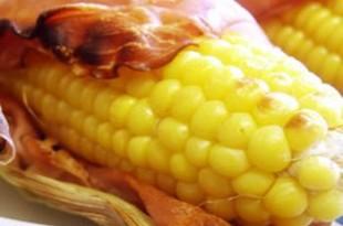 Grillowana kukurydza z plastrami boczku