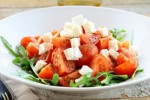 Pikantna sałatka z pomidorów i fety