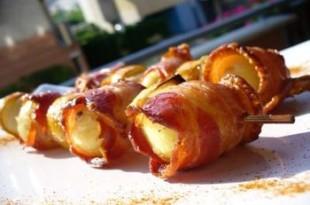Grillowany szaszłyk z boczkiem i ziemniakami