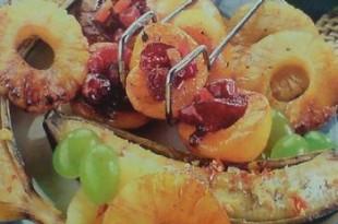 Grillowane owoce z polewą Malibu