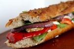 Wegetariańska kanapka z warzywami z grilla