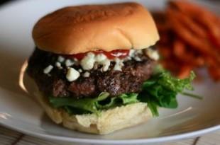 Hamburgery z serem pleśniowym