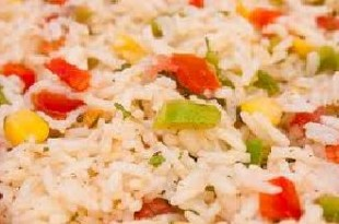 Lekka sałatka ryżowa do potraw z grilla